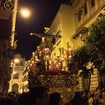El Cristo de la Expiración de la Hdad del Museo recorre la calle Hernando Colón. #SSanta15. http://t.co/LzeArVz67x