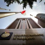 #Singapore savings bonds may put fixed deposits at risk http://t.co/7OpBjv8e9X #banking http://t.co/TPfbqt3UFN