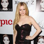 Avril Lavigne tells U.S. magazine about her months-long battle with Lyme disease http://t.co/buwXI6LEYE http://t.co/JFxN3RCm5k