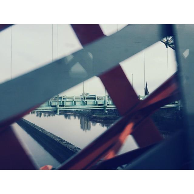 #InstaSize 火车再快,也挡不住这望眼欲穿。春天一到,想必白塔的倒影旁又可以划船了吧。然后我就突然想到千佛山和昆明湖了。 http://t.co/dl1udQXGuq http://t.co/Drjp52ptGP