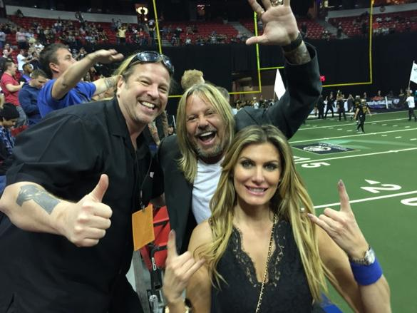 Had the best time at the Las Vegas Outlaw game. Thanks @thevinceneil & @rainhannah http://t.co/B9Xc44s9Ko