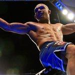 Médicos acabam com lutaça, e Diego Brandão vence a primeira para o Brasil no UFC. VEJA:  http://t.co/UZQenZsQnN http://t.co/2OcyaSkCbq