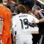 ÚLTIMA HORA | Modric, esguince en la rodilla derecha: 6 semanas de baja http://t.co/DCNcmLbnut #LigaBBVA http://t.co/rWvYCK1kWR