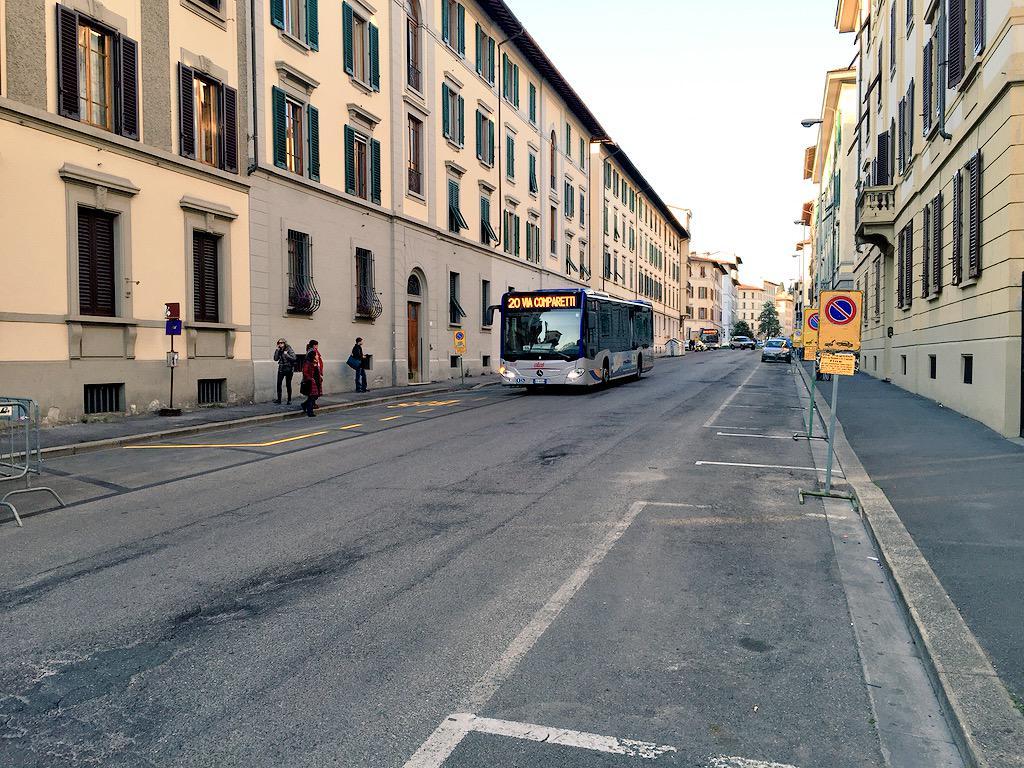 "RT @ferraro_filippo: #Tramvia #Linea3 Cantiere C: via Pagnini semi-deserta. Chi è in via Fabbroni o Vittorio Emanuele va verso Bolognese. h…<a target=""_blank"" href=""http://t.co/5JWTkLTRFV""><br><b>Vai a Twitter<b></a>"