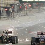 Pastor Maldonado termino la carrera, pero detrás de la ambulancia... y aquí pasando hambre y sin cupo. http://t.co/Yok2ansoL6