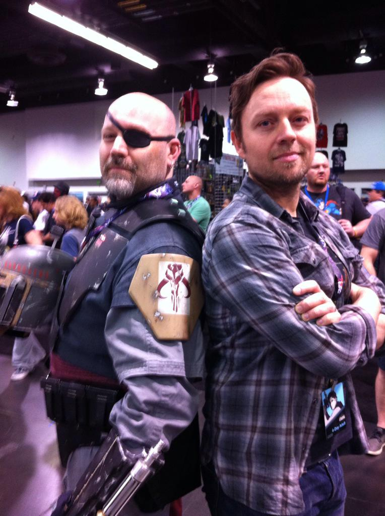 .@darrenhayes it was an absolute pleasure meeting you! Loved your fan cosplay! http://t.co/bPovSOjaXK