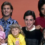 A #FullHouse reboot titled Fuller House is coming to Netflix: http://t.co/YD5f3Wc2h9 http://t.co/fQBmHS0VC1
