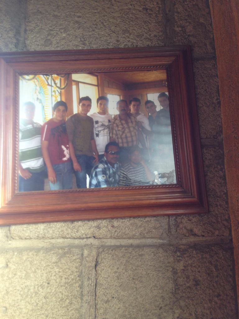Arturo Vargas Rios (@LosPrimosArturo): Jajaja lo q me encontré en un restaurante aquí en la carretera @PrimoGallo bien chiquillo http://t.co/N9T37fyucT