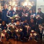 Bloemen voor onze #AjaxB2. Na spannende 3-2-zege kampioen van de B-poule bij de B-junioren. Gefeliciteerd mannen! http://t.co/5WLg6XGykd