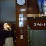 【動画】100年前のエレベーターが怖い 扉もないし止まらない http://t.co/RQKlfklInW http://t.co/40CN6bKRzQ