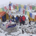 Bad weather hampers search for avalanche survivors on Mount Everest http://t.co/2MSB5v7mLH http://t.co/4LDdC5Ent2