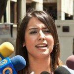 """#26A Patricia de Ceballos denuncio que fue obligada a """"bajarse los pántalones"""" en la requisa para visitar a Ceballos http://t.co/ausWDzbgf3"""