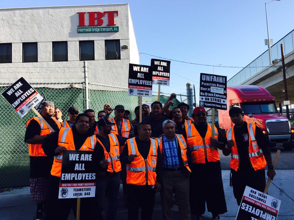 1 by 1 we witnessed these brave drivers walk out against #wagetheft #1u @PortDriverUnion @Teamsters @Change2Win http://t.co/FxrvelRAMG