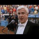 Por un momento tuve la leve esperanza de que el himno de EEUU lo cante Enrico Palazo. Nadie mejor que él. http://t.co/qfsUYUCvfa