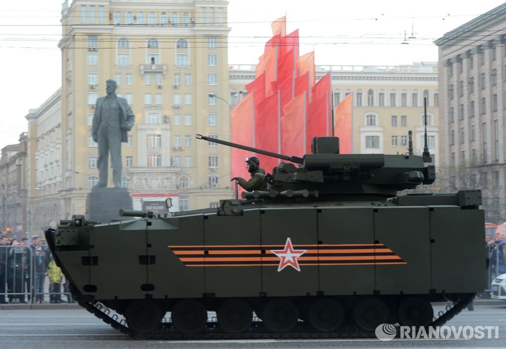 Боевая машина пехоты (БМП) на гусеничной платформе «Курганец-25». Фото: Григорий Сысоев http://t.co/L9984iOSbg