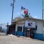 Atención Autoridad Marítima. Respeto a la bandera en Puerto Armuelles. La foto se tomó hoy. @TReporta http://t.co/DuhnLiNXQw