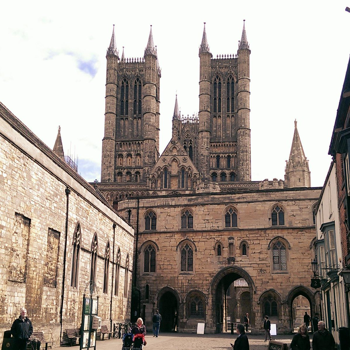 Happy 923rd birthday you little stunner. @LincsCathedral http://t.co/pqb84PMOEm
