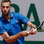 VIDEO. Roland-Garros: Ça y est, Benoît Paire a cassé sa première raquette du tournoi http://t.co/Trx4ay5rXz http://t.co/I3480amrsF