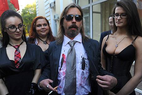 Другие рок-музыканты отметили, что запрет нежелательных песен носит в России закономерный...