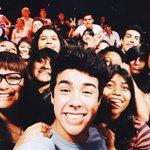 RT a la #Selfie de @mariobautista_ con el público de #DiablitoShow http://t.co/WkRfDCChkN