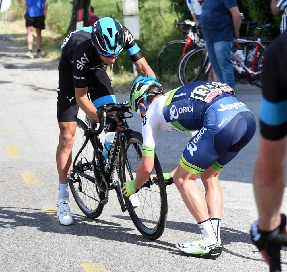 This is cycling.  This is the best sport in the world. #Giro http://t.co/gK4C4YfSg9