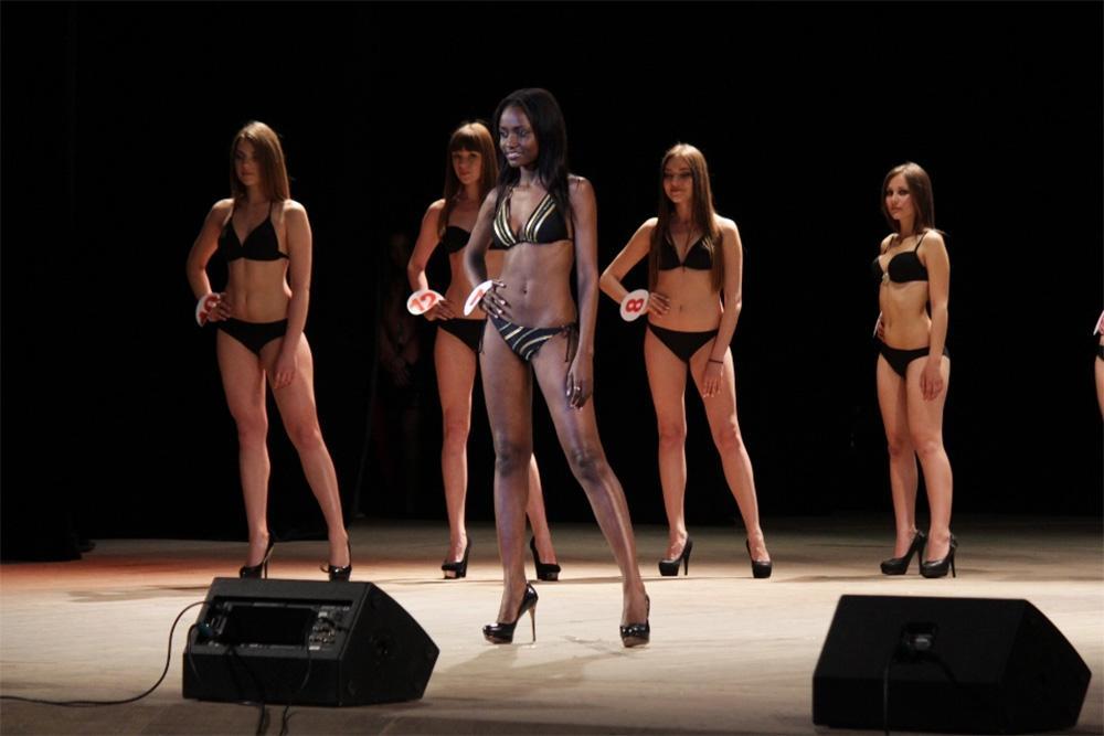 «Хочу работать моделью в Москве».  Первой в истории мисс ЛНР стала огненная...