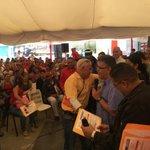 En nombre de @NicolasMaduro entregamos 411 créditos, por 17 MM Bs. a hombre y mujeres de trabajo que viven en Comunas http://t.co/EKimMBdjhJ
