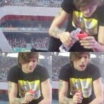 Louis sempre amorzinho ❤❤ #DearLouis http://t.co/F2do6oh4T2