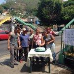 VALENCIA: Vecinos del Calvario le cantan cumpleaños a pasarela q hace 1 año se cayó. 3 atropellados los últimos días! http://t.co/raJo8lWMKW