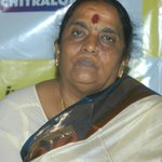Parvathamma Rajkumar Honoured With Doctorate From Bangalore University  http://t.co/ywxEaMgVzX