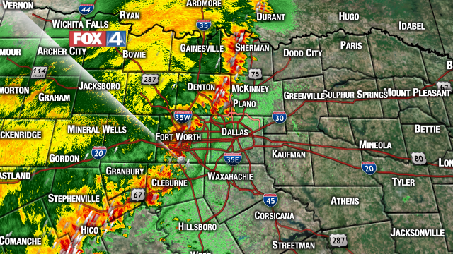 Line of storms moving East 20-25mph. Severe threat has diminished across much of N TX. Main impact is flash flooding http://t.co/oqGZF4WWhF