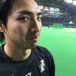 今日から日本ハムは中日を迎えての3連戦!ということで… 中日・ルナ選手に似過ぎ?!の日本ハム3年目・屋宜投手をパチリ! 素敵な横顔、ありがとうございま〜す!ちなみに沖縄出身です。#すぽると http://t.co/eHwtKm9odn