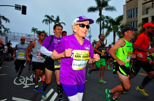.@SyracuseU alumna Harriette Thompson, 92, just became the oldest woman to run a marathon! http://t.co/xrIjtzjVcd http://t.co/pP4JV5tDA9
