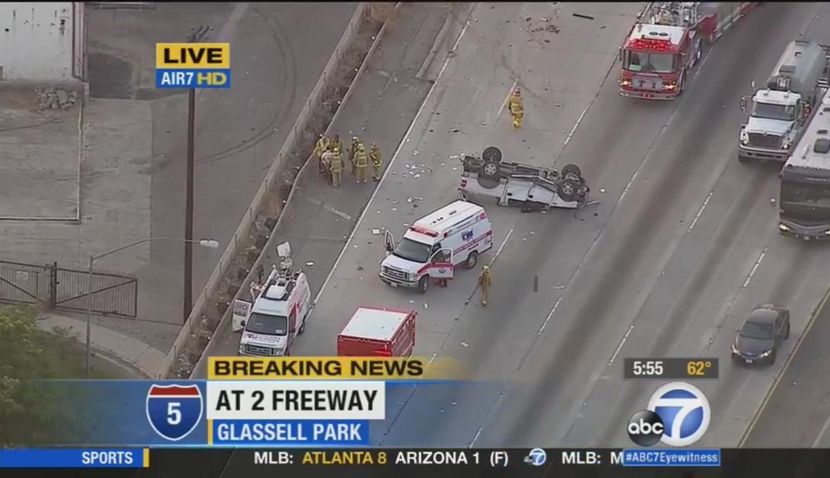 Nb 5 Update Overturned Car Blocking 2 Right Lanes Near 2 Fwy In Gl Ell Park