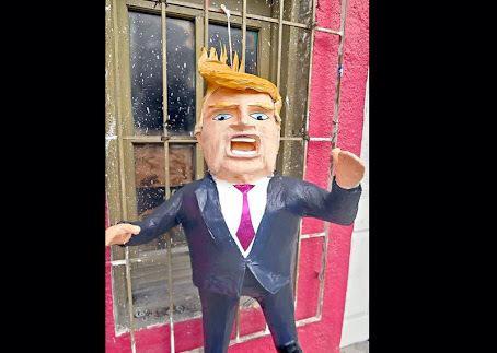 Prohíben romper piñatas de @realDonaldTrump porque al igual que a  la persona que representa, sólo están llenas de KK http://t.co/7xX8xL96R7