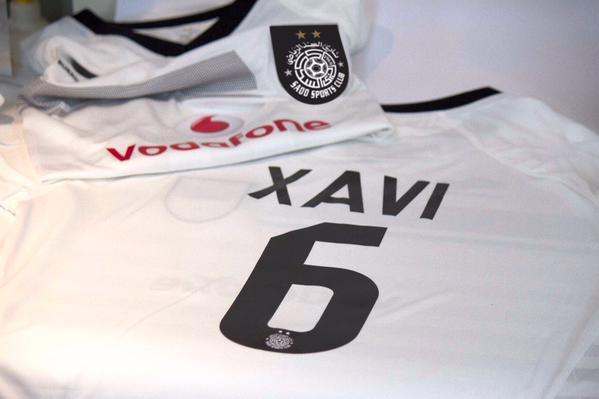 """Xavi, dorsal """"6""""... i samarreta blanca. Es farà tan estrany no veure'l de blaugrana! @AlsaddSC http://t.co/0bhbI8yaan"""
