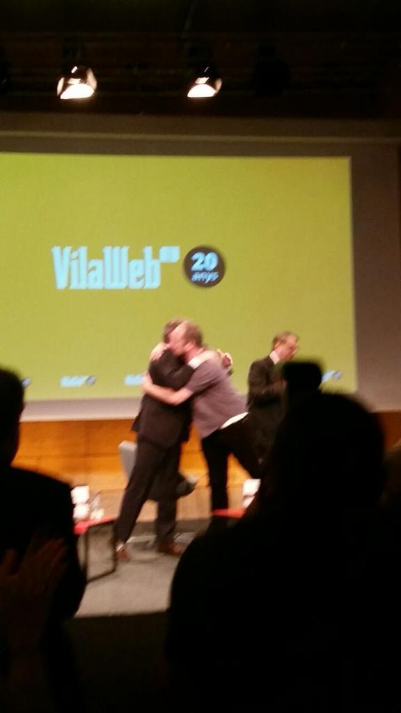I @vpartal aconsegueix a #20anysVW que #presidentmas i @HiginiaRoig es tornin a abraçar http://t.co/Hu0XgozbiI