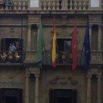 Nuevo mástil instalado en el balcón del Ayuntamiento de #Pamplona. ¿Qué bandera ondeará en el? Hagan sus apuestas... http://t.co/RY3Ifch6hG