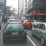 Rua Siqueira Campos parada. Caminhada dos agricultores chegando no Mercado Público. @RdGuaibaOficial http://t.co/2W98yA3mH9