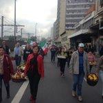 Caminhada da Fetag chegou na Mauá. Uma pista está liberada. Ainda há agricultores na Farrapos. #gauchalider http://t.co/V07HU1ccDa