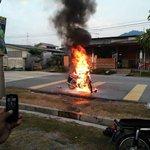 Kejadian di Bazar Pesta, Batu Pahat petang tadi. Dikatakan berpunca dari wiring motor problem. http://t.co/REnWFgbfmg