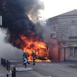 #Bordeaux : un bus en feu, impressionnant nuage de fumée http://t.co/venXosbXYu http://t.co/LTGE9uQyMY