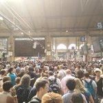 Gare du Nord totalement paralysée #Canicule2015. Par plus de 40degrés sous la verrière... Lenfer a un nom: @SNCF http://t.co/lvZEWFKrf2