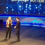 Giovanna Botteri riceve a #Trieste il Premio Speciale Luchetta felice perché è da qui che ha iniziato http://t.co/swJcz2GH7F