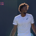 Have you ever seen anything like this?! Watch Gael Monfils amazing boomerang shot http://t.co/dfE5ol8p7V #Wimbledon http://t.co/NX41NWuXOn