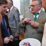 Двойник Владимира Вольфовича Жириновского был замечен в логове врага с госдеповскими печеньками http://t.co/B0nondsKTF