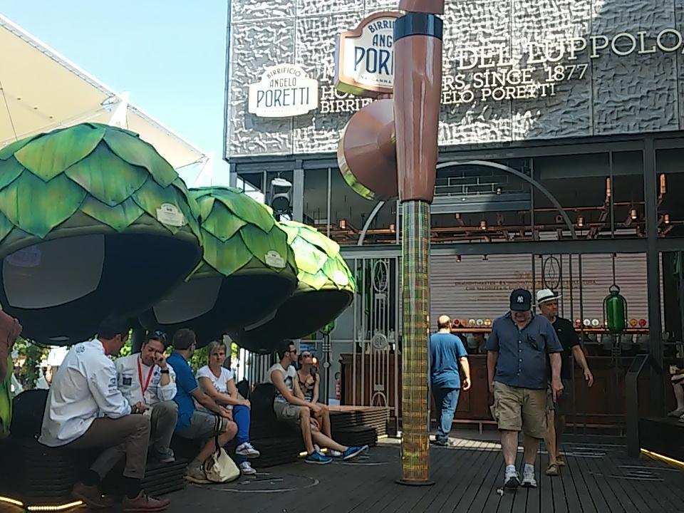 RT @SaraLeone92: Piazzetta della Birra Poretti, luogo ideale per riposarsi con questo caldo! #Expo2015 #gNeLab @gNellerba @carlsberg http://t.co/HnprLRuBgh
