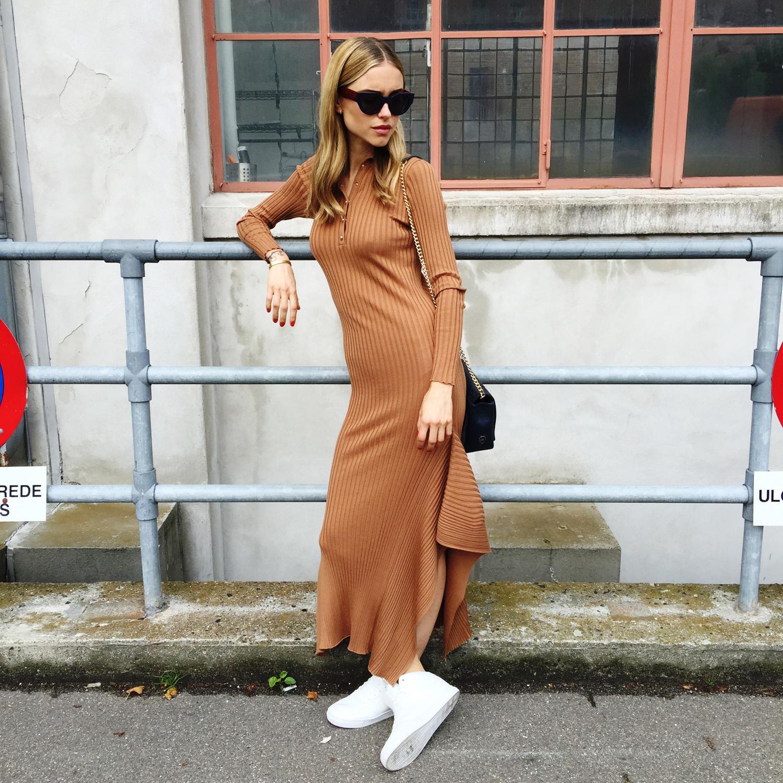Длинное трикотажное платье с чем носить