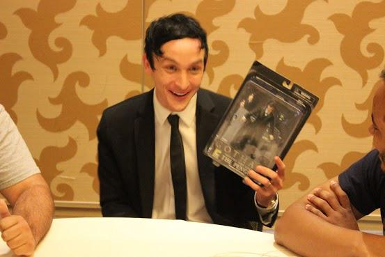 We gave @robinlordtaylor a #Gotham Penguin figure at #SDCC2015. We think he liked it! Thanks @RedCarpetRefs! @Gotham http://t.co/reYAzVnVPx