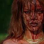 """diz a lenda q se vc dizer """"Rihanna I dont have your money"""" 3x na frente do espelho ela vai aparecer atras d vc assim http://t.co/GM97u6V6gB"""